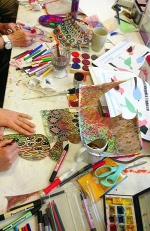 Birds of Happiness workshop by Peony and Parakeet. Teaching art journaling. Photo by Askartelu Amalia