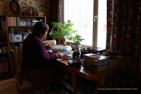 Paivi from Peony and Parakeet browsing art journals.