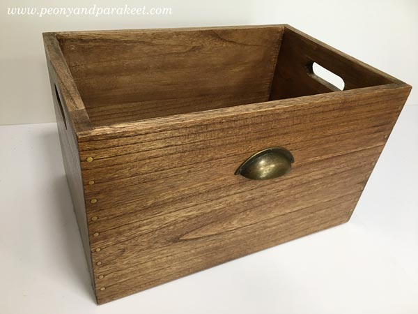 Light-weighted wooden box made from paulownia tree.
