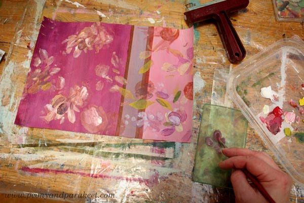 Monoprinting with a small Gelli plate. By Paivi Eerola of Peony and Parakeet.